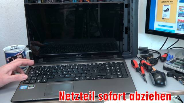 Laptop Wasserschaden - Flüssigkeit im Notebook - Erste Hilfe und Tipps - Kaffee Tee Cola - Tipp 2 - Netzteil sofort abziehen