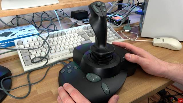 Microsoft Sidewinder Joysticks Force Feedback aus den 90ern mit Gameport - Test - Installation - Force Feedback Pro angeschlossen