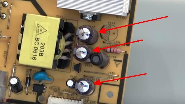 Computer PC-Monitor bleibt schwarz - kein Bild - OSD dunkel - Kondensatoren tauschen - Kondensatoren aufgeplatzt