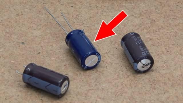 Computer PC-Monitor bleibt schwarz - kein Bild - OSD dunkel - Kondensatoren tauschen - neuer Kondensator (Pfeil)