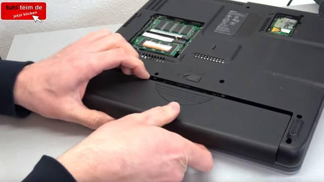 Was man mit seinem Notebook Akku niemals machen sollte | Laptop-Batterie - gebrauchtes Notebook - Akku entfernen / ausbauen
