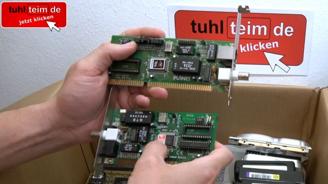 Zuschauerpakete mit Hardware auspacken - 2x DOM - Mainboards - 6x CPU - HDDs - Grafikkarten - ISA-Netzwerkkarten mit Jumpern