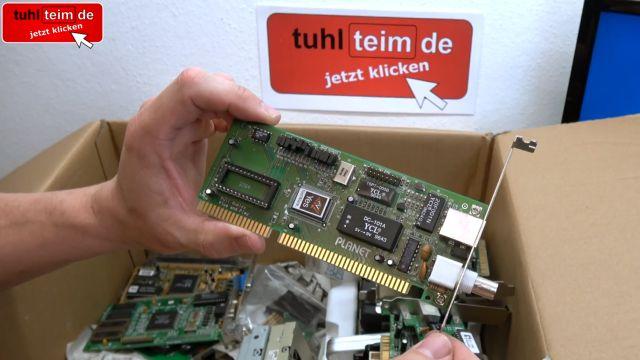 Zuschauerpakete mit Hardware auspacken - 2x DOM - Mainboards - 6x CPU - HDDs - Grafikkarten - Netzwerkkarte mit BNC-Anschluss