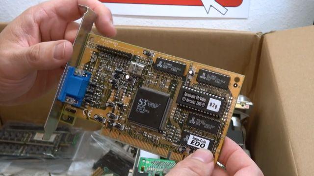 Zuschauerpakete mit Hardware auspacken - 2x DOM - Mainboards - 6x CPU - HDDs - Grafikkarten - Hercules Terminator 64/Video Grafikkarte PCI