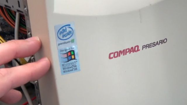 Fortnite auf kostenlosem Sperrmüll-PC - Originalgehäuse Compaq Presario mit Pentium III und Windows 98 / Me