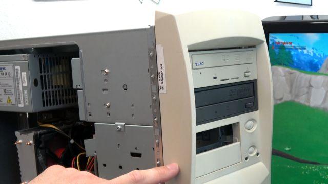 Fortnite auf kostenlosem Sperrmüll-PC - Originalgehäuse - zwei CD/DVD-Brenner eingebaut