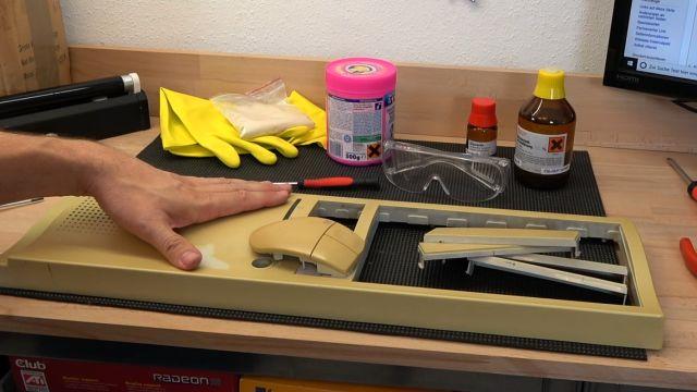 Vergilbtes Computergehäuse bleichen und reinigen - Retrobright herstellen - Gehäuse auseinanderbauen