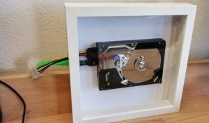 Festplatte offen betreiben hinter Glas im Ikea Bilderrahmen